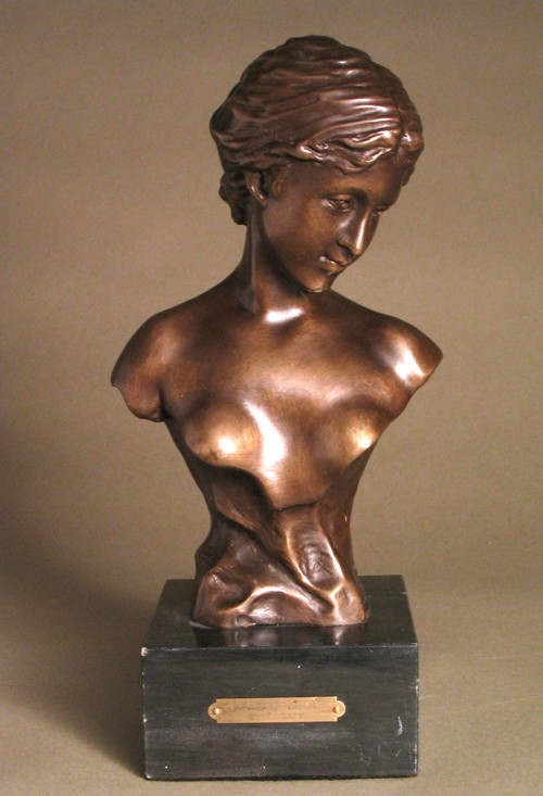 BUST OF A GRACEFUL WOMAN  SCULPTURE