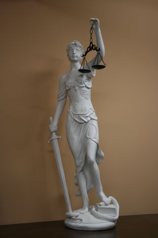 EXTRAORDINARY LADY JUSTICE SCULPTURE STATUE